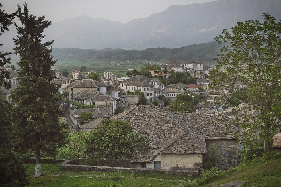 gjirokastra albanie bigousteppes maisons pierre toit