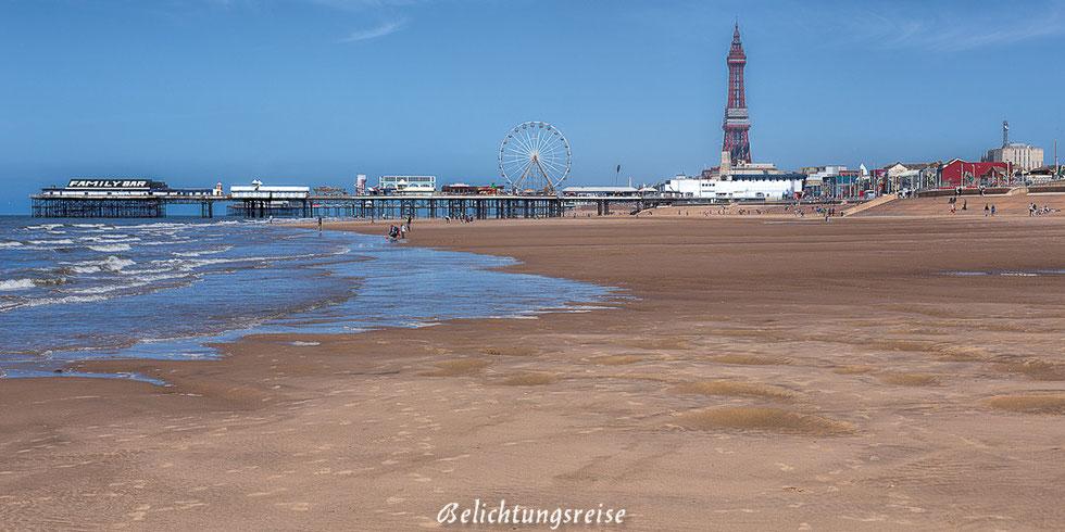 England, Blackpool, Strand, Beach, Wahrzeichen, Central Pier, Turm, Riesenrad, Pier, Skyline, Sehenswürdigkeit