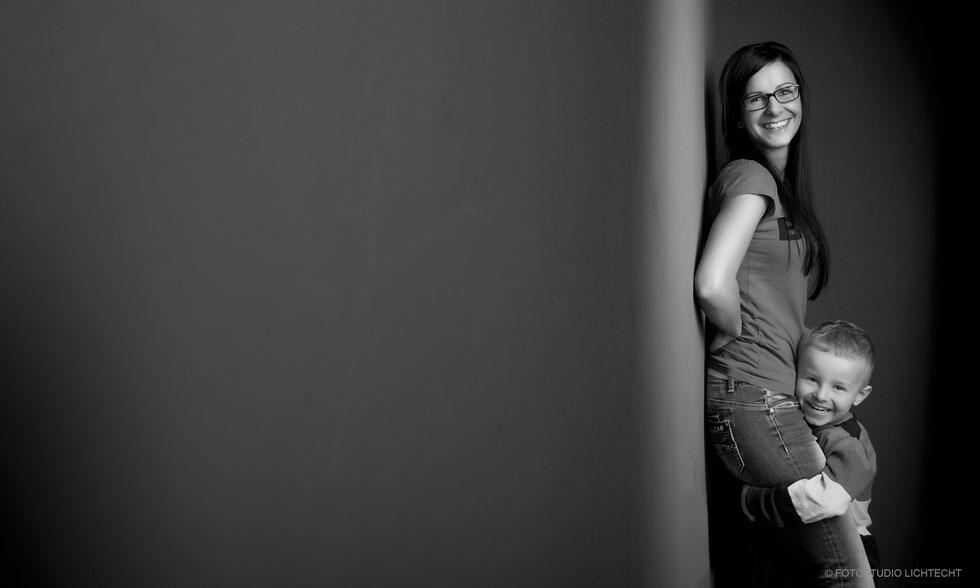 familienfotos chemnitz, famileinfotos marienberg, familienfotos erzgebirge, familienfotos annaberg, fotoshooting familie, fotoshooting mit familie, fotograf, fotostudio familienfotos, family, portraits familie, fotograph, photograph family, lustige