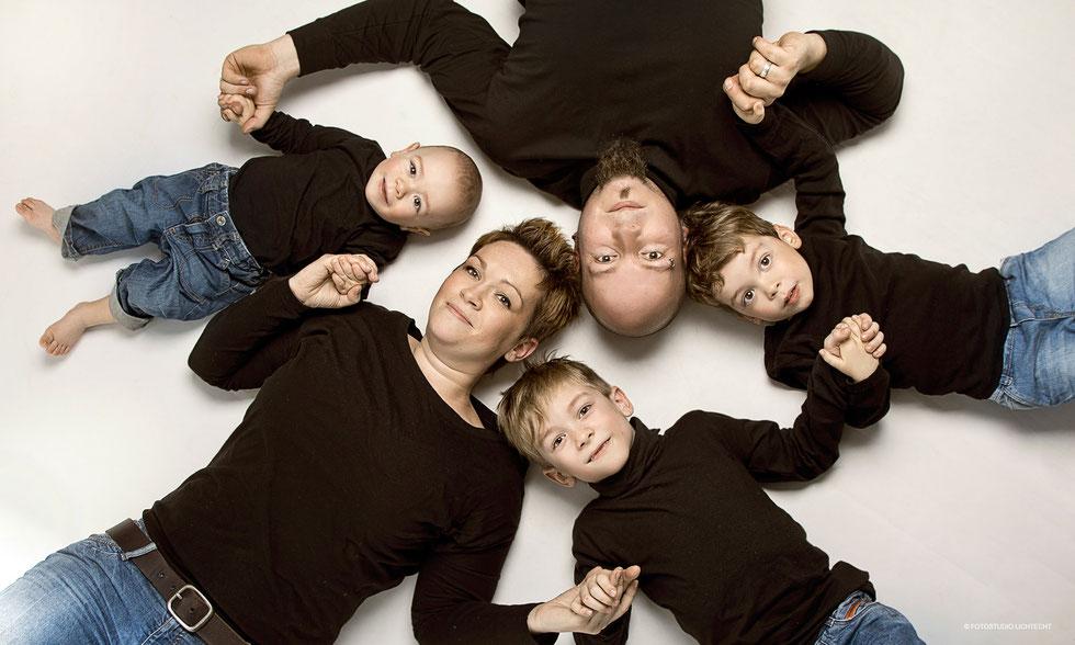 kinder familie familienfotos fotoshooting fotostudio kinderfotos fotostudio lichtecht. Black Bedroom Furniture Sets. Home Design Ideas