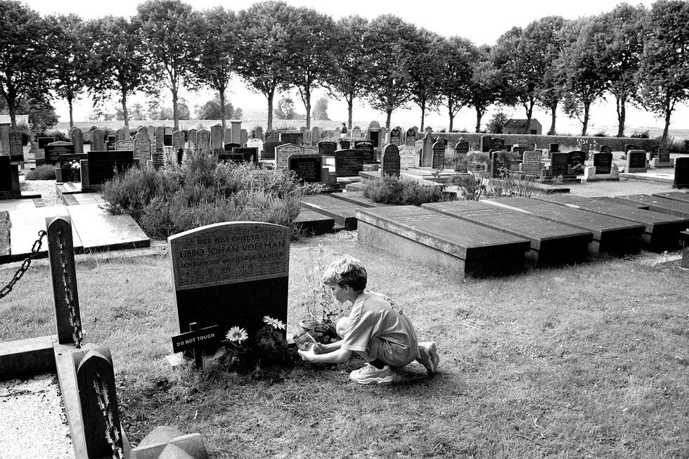 Grandfathers grave, Tijs Vierhuizen 1997