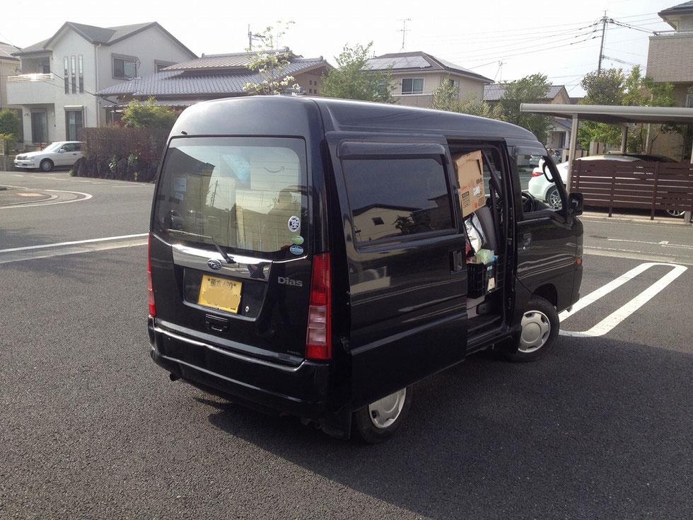 熊本の現地の方の車と積み込んだ物資の写真