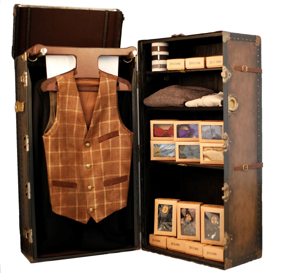 Excalibur Belgium on Tour - Victorian steamtrunk filled with Stylish menswear