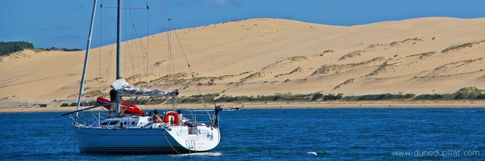 Dune du Pilat: Dune with boat | Dune avec bateau | Düne mit Boot