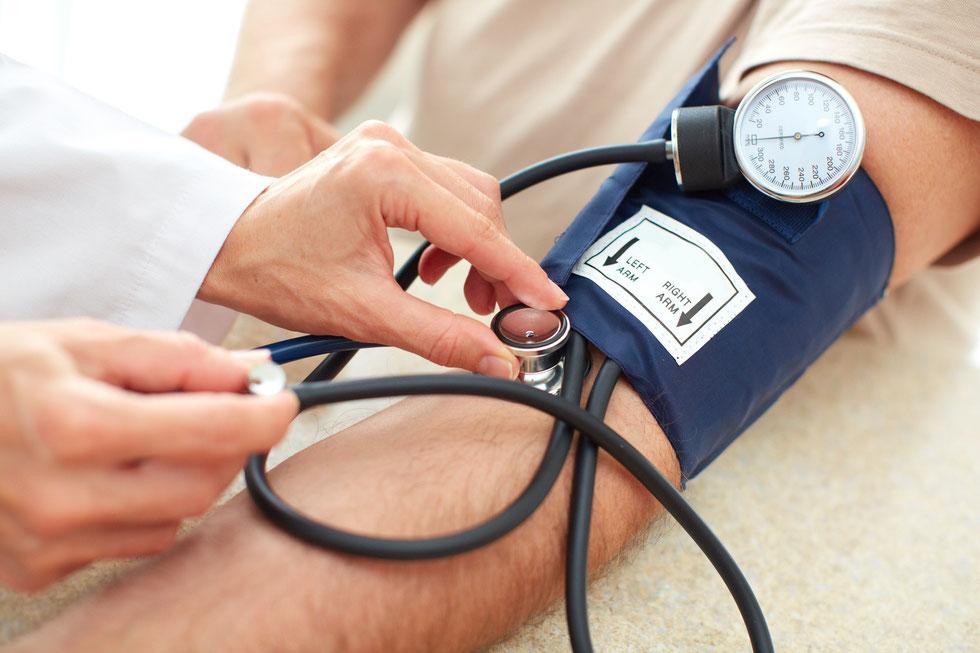 Gründliche schulmedizinische Diagnostik und Therapie