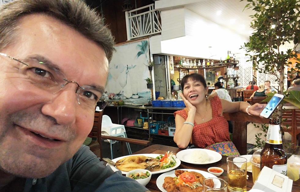 Der Autor (links), Hua Hin, Juli 2018