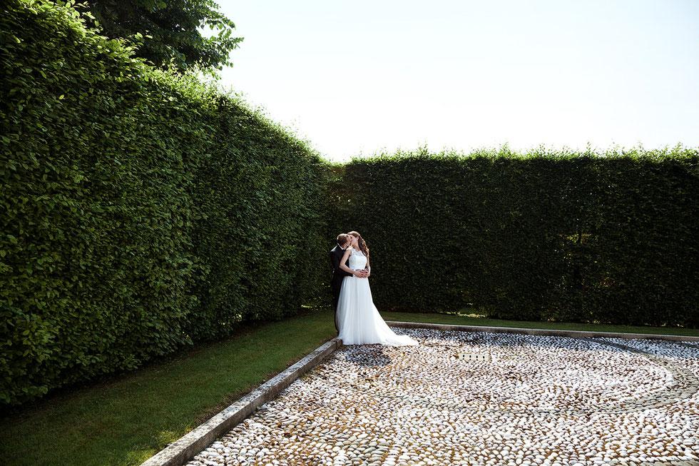 Coppia di sposi a Villa Valenca. Fotografi di matrimonio a Crema, Cremona, Milano, Brescia, Bergamo, Lausanne