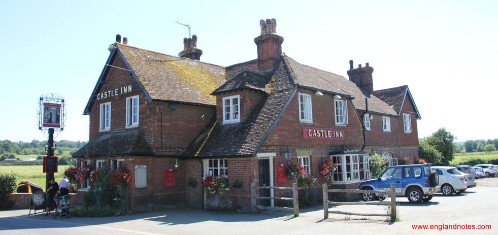 Ein englisches Pub, das Castle Inn am Bodiam Castle, Sussex, England