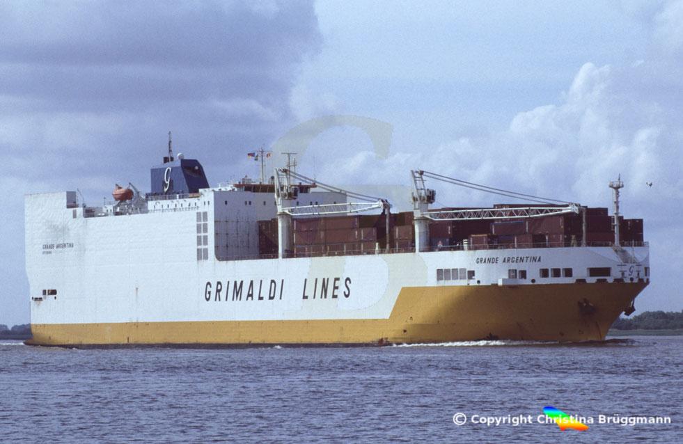 Die Grande America (hier das baugleiche Schwesterschiff Grande Agrentina) ist nach dem Brand gesunken