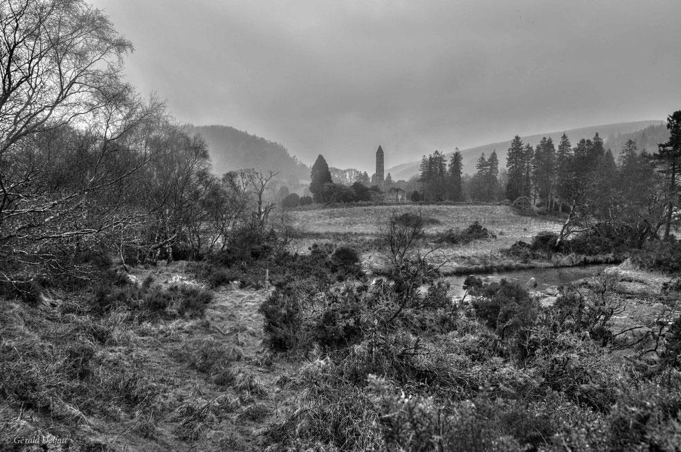 Irlande, tour de Glendalough, comté de Wicklow,  monument du XII ème siècle