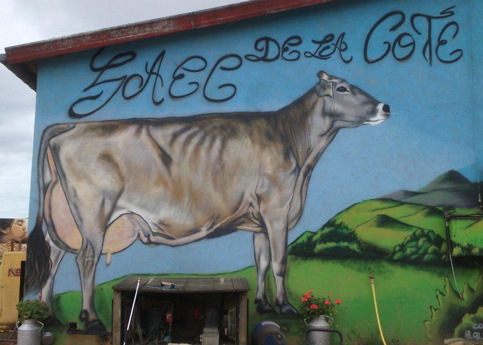 fresque-murale-vache-brune-prim'holstein-bourgogne-deco