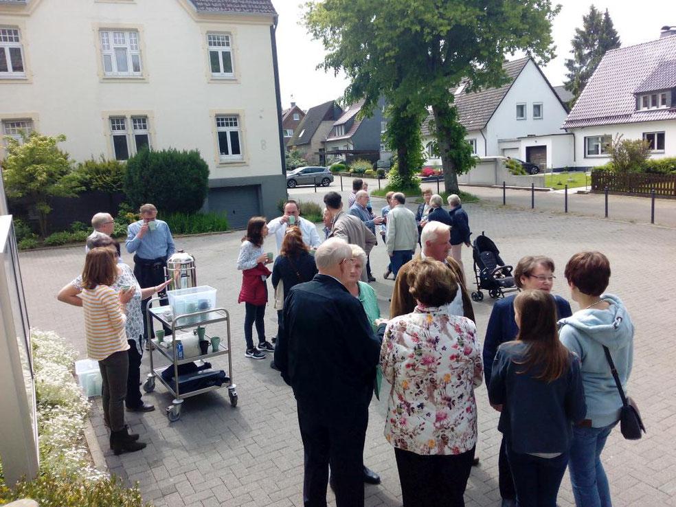 Gruppe beim Kirchplatz-Kaffee am 19.05.2019