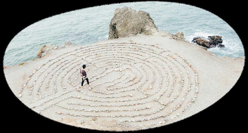 vrouw op labyrint