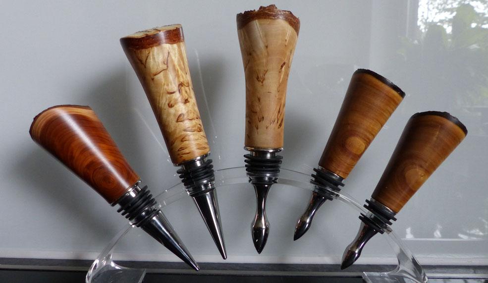 Flaschenverschluss Sortiment aus Holz gedrechselt und gefertigt.