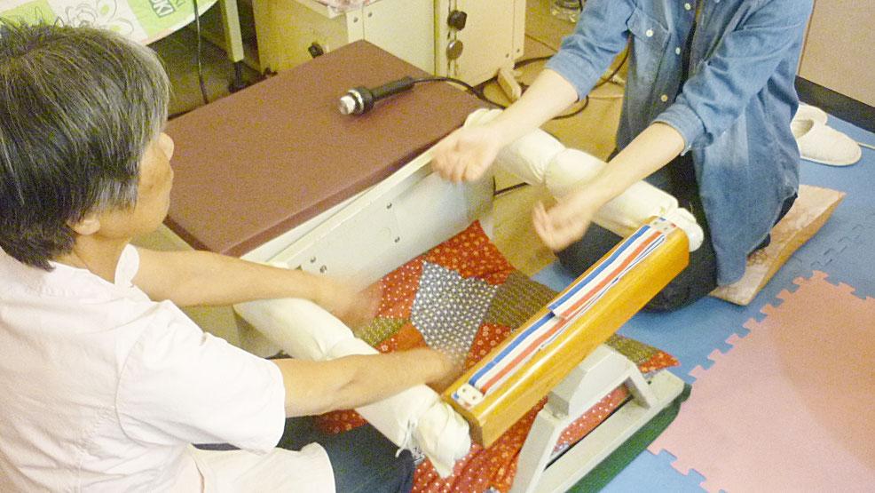 手首の上下運動 千葉県鎌ケ谷市の「皇法指圧」・アーク光線療法・上下運動法の整体院 自然医学療法センター橋本です。
