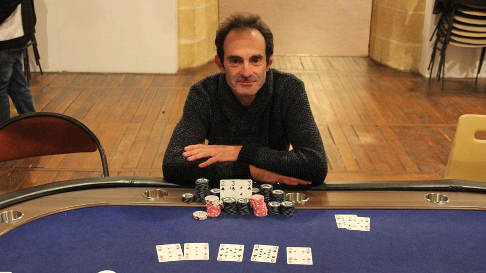 Christophe FOUILLIT remporte la plus belle victoire de sa carrière au poker en remportant le tournoi 2015 devant 117 joueurs. Bravo à lui ! Il succede à Eric Thion et Sergio Lopes au palmares du plus gros rendez vous annuel pour le club.