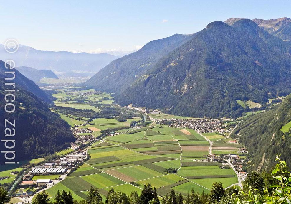 Da Acerreto la veduta sulla Val di Tures e Valle Aurina