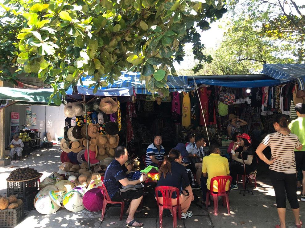 車内からのベトナムの街並み