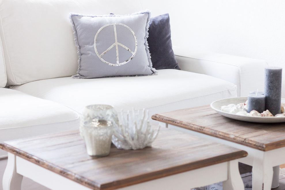 peace kissen mit pailletten schl sselmoment das magazin. Black Bedroom Furniture Sets. Home Design Ideas