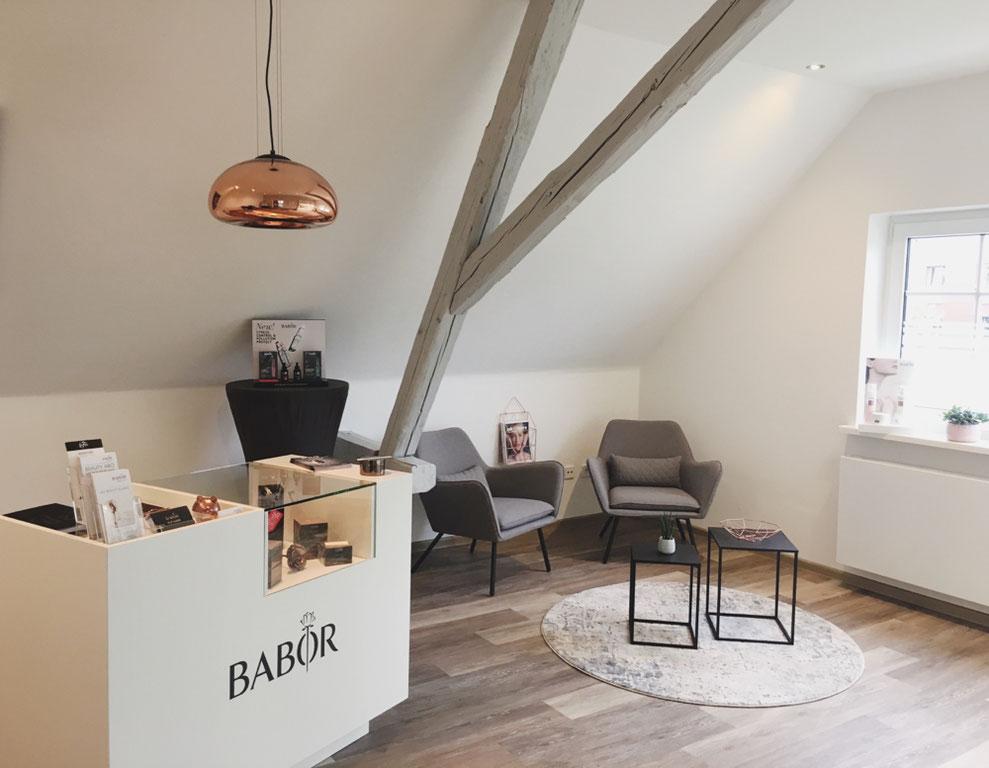Beratungs- und Verkaufsraum, stylisches Ambiente