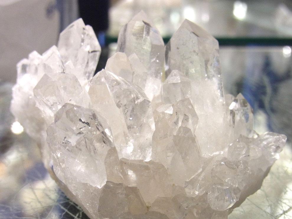getrommelter klarer Bergkristall