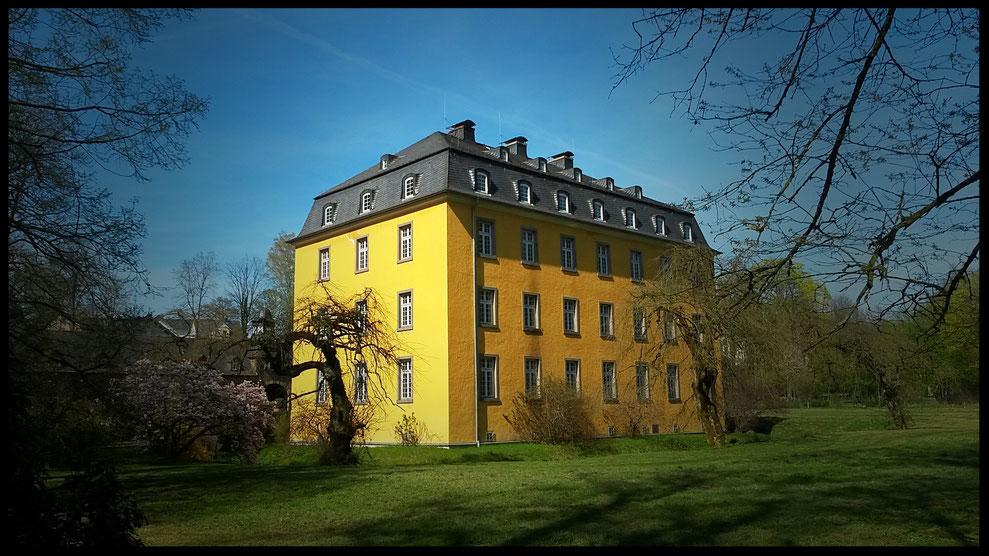 Schloss Heiligenhoven heute leider leerstehend, einst Sitz eines wohlhabenden Grafengeschlechtes