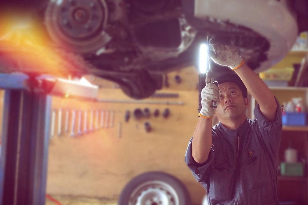 整備主任 自社保証 自社工場完備 車検 オイル交換 タイヤ交換 ナビ、スターター、カメラ取り付け 車のことなら何でも