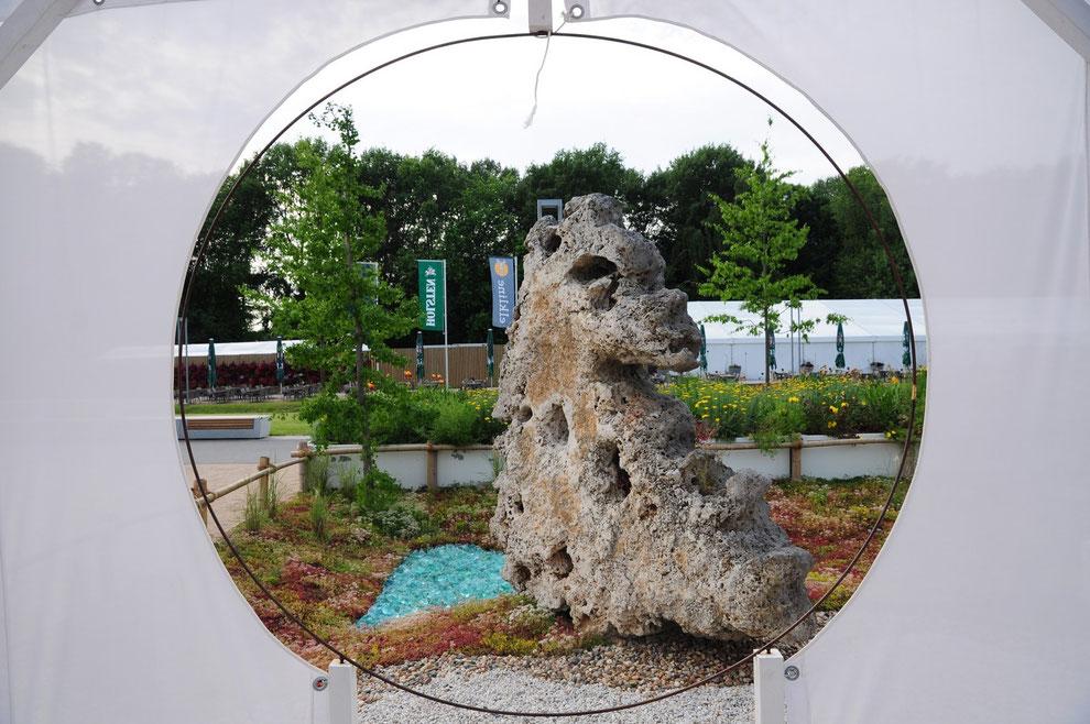 Ein Lieblingsmotiv in den Hafenwelten: Der Stein-Drache rastet an einem imaginären Wasserloch!