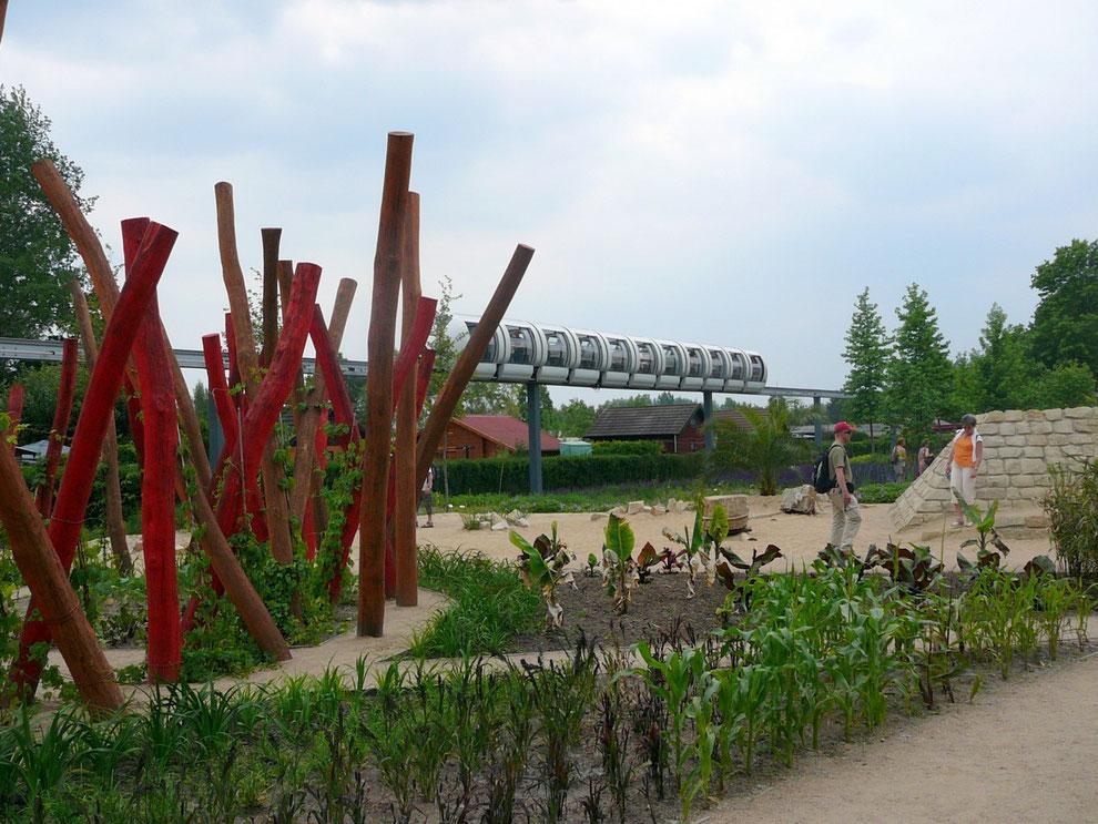 Ein leuchtender Hingucker-Garten, der auch von der Mono-Rail aus sehr gut zu sehen war!