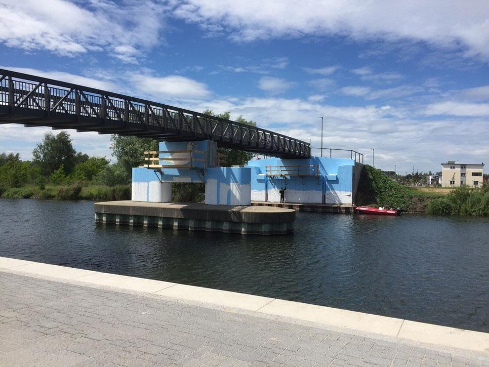 Wandmalerei für die neue Brücke in der Havel aue