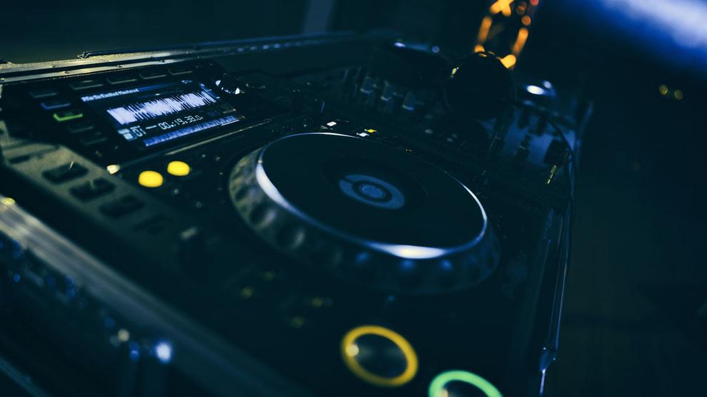 DJ Konzepte und Angebote für Hochzeit, Geburtstag und Firmenfest in Köln und ganz NRW.