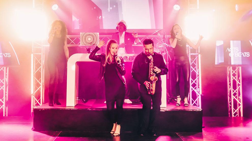 DJ Mit Sängerin und Band für Firmenfeier, Messe Event und Stadtfest