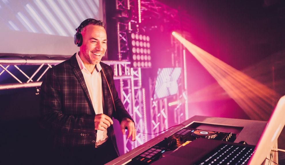 Event-DJ und Hochzeits-DJ Thorsten für Ihre Hochzeit, Geburtstag und Firmenfeier in Köln, Düsseldorf, Bonn, Krefeld, NRW und Weltweit