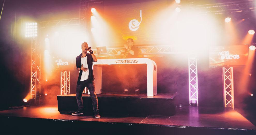 DJ Mit Sänger für Hochzeit, Geburtstag & Firmenfeier in Köln, Leverkusen, Moers, Münster, Dortmund, NRW und Deutschlandweit