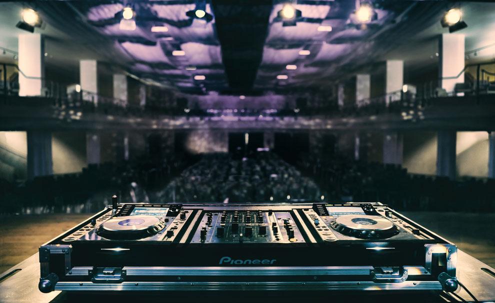 Moderne Event-DJs und Hochzeits-DJs aus NRW für Ihre Hochzeit und Firmenfeier