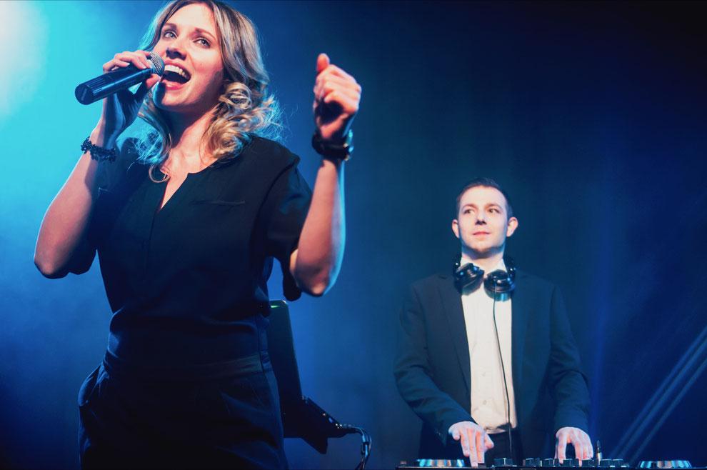 Musik zum Geburtstag mit DJ und Sängerin