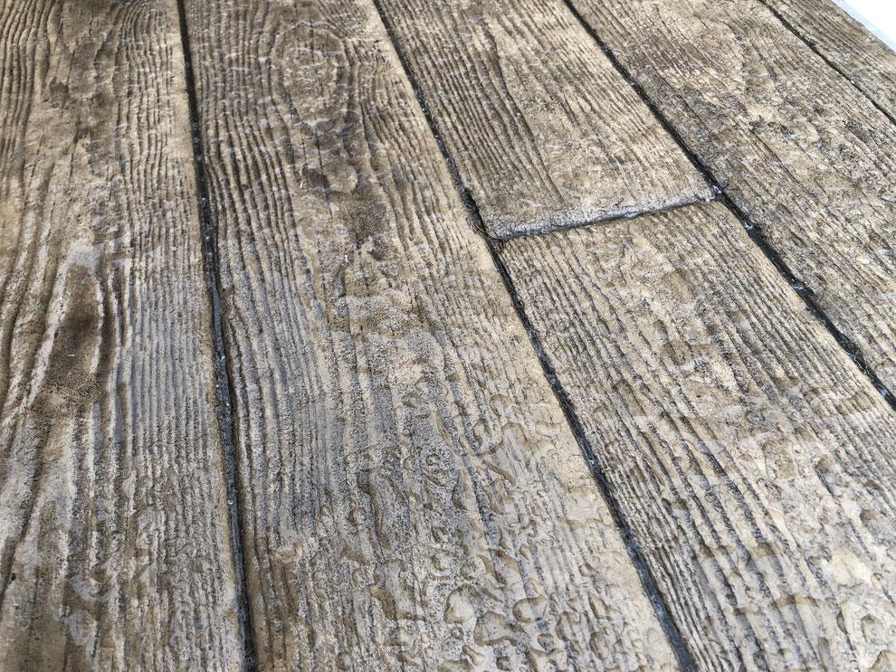 デメリット 失敗 劣化 剥がれ はがれ 色落ち 色褪せ 耐久性 経年変化 スタンプ デザイン コンクリート 滑る 滑り  スタンプコンクリート ステンシル ファンタジー モルタル造形 デザインコンクリート タフテックス ローラーストーン コニファー タフテックス 評判 口コミ クチコミ 評価 庭 外構 外溝 エクステリア e戸建 デザインコンクリート