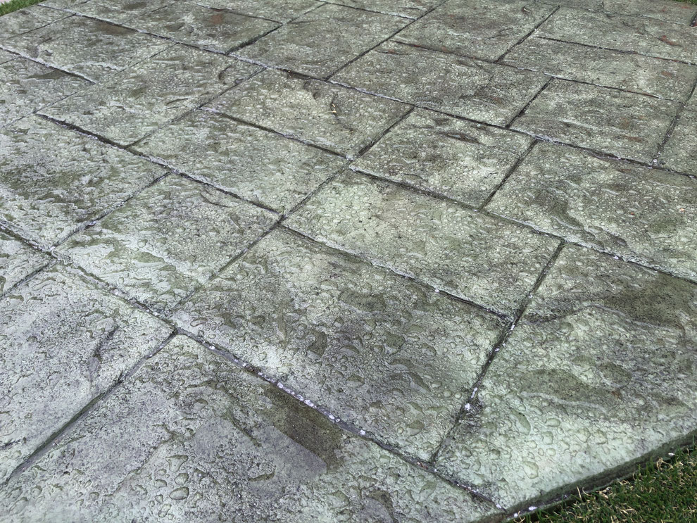デメリット 失敗 劣化 剥がれ はがれ 色落ち 色褪せ 耐久性 経年変化 スタンプ デザイン コンクリート 滑る 滑り