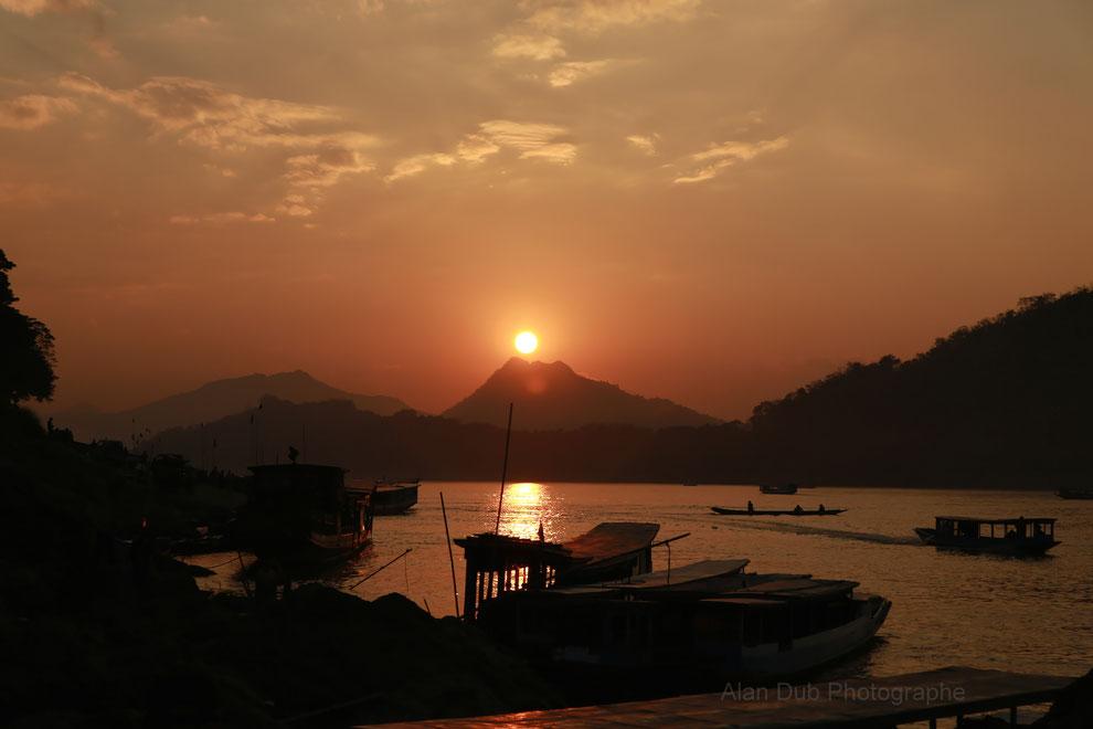 Rives du Mekong - cité de Luang Prabang - Laos