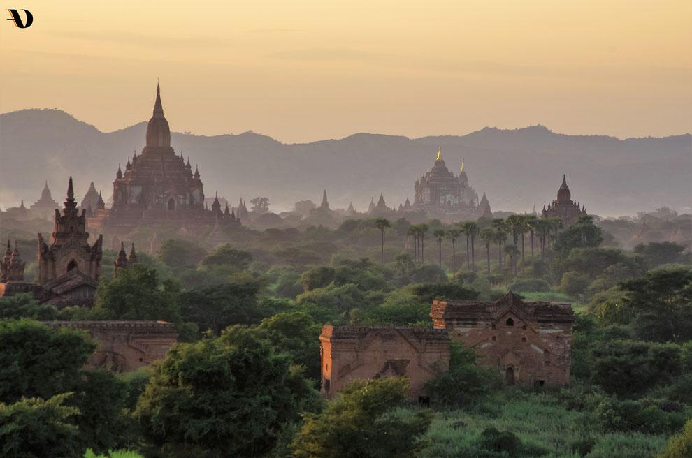La majestueuse plaine du Royaume de Bagan constellée de 3 000 temples