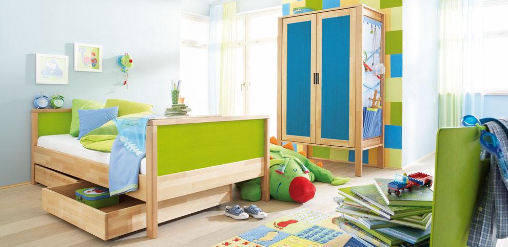 Haba Kinderzimmer mit Kinderbett und Kleiderschrank