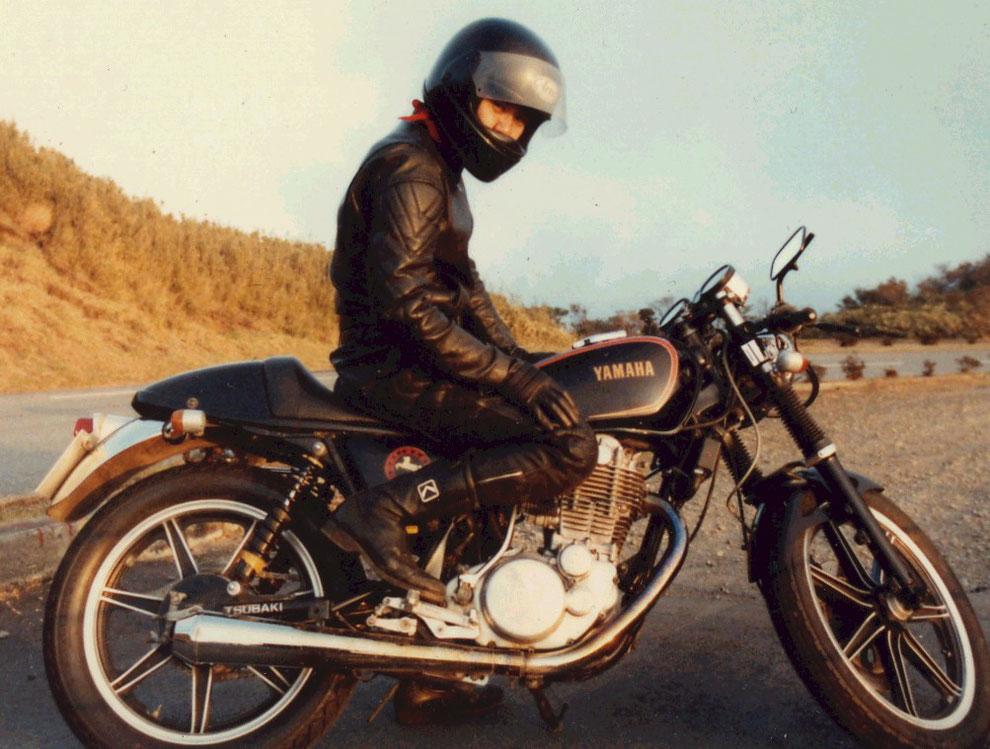 URF店長:太田、24歳の頃。バイクで走る楽しさ、カスタムの面白さ、メンテナンスの重要性を強く感じながら、日々の通勤や休日はツーリングでバイクライフを謳歌していました。