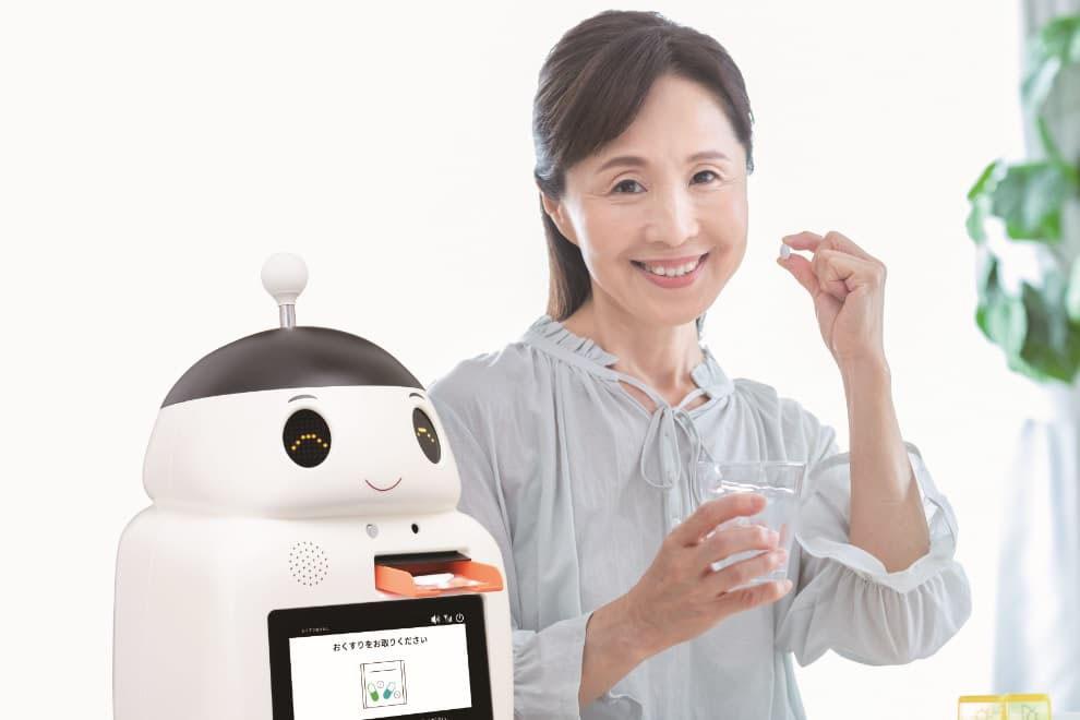 見守り服薬支援ロボット「FUKU助」は、毎日薬の時間にお薬を出してくれます。