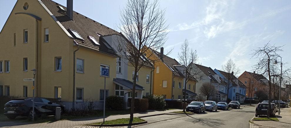 Chemnitz-Grüna: Blick auf Wohngebäude an der Kreuzung Am Hexenberg / Dornröschenweg