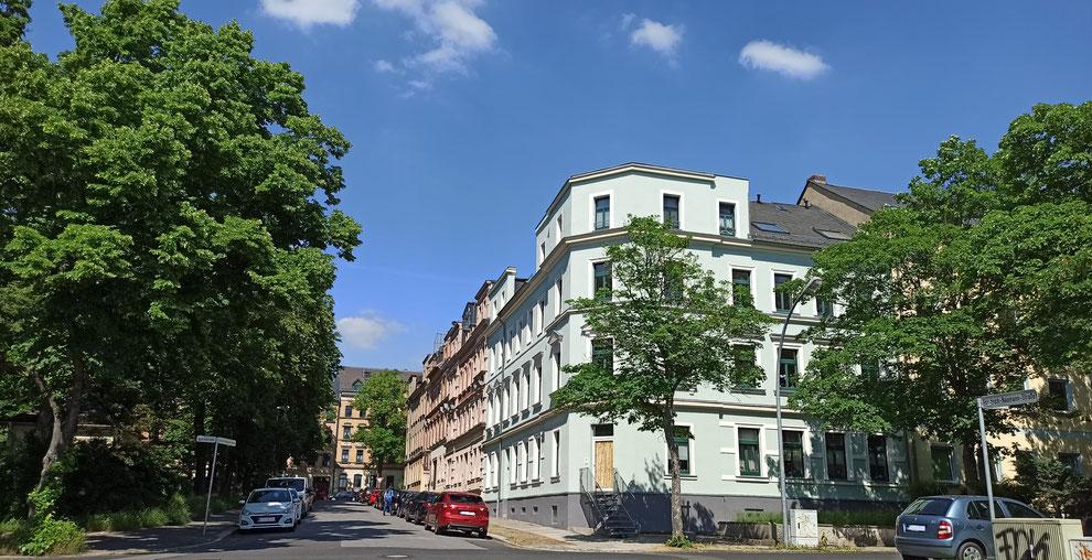 Chemnitz-Hilbersdorf: Blick auf den Scharnhorstplatz und gründerzeitliche Wohngebäude an der Klarastraße Kreuzung Friedrich-Naumann-Straße