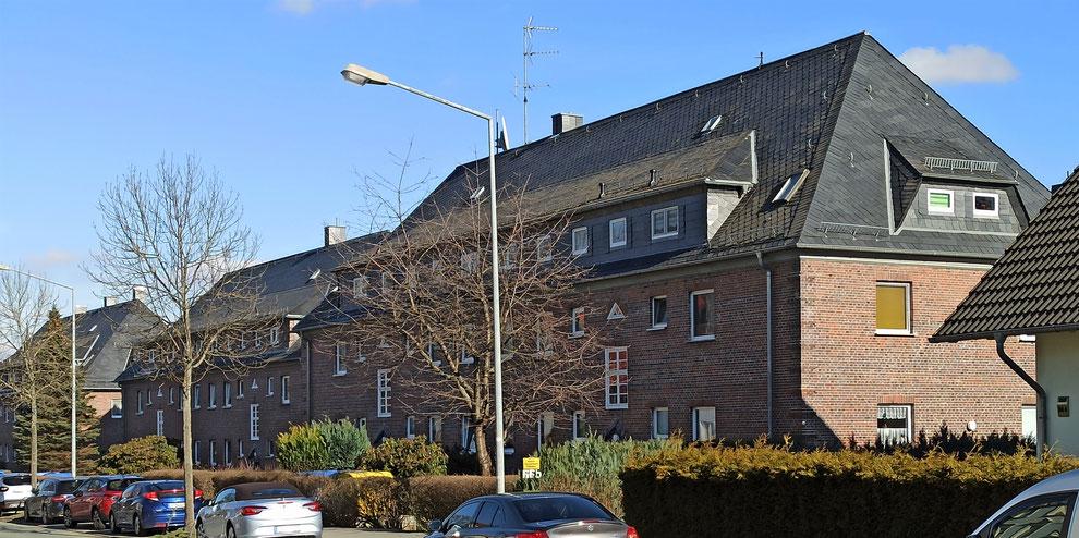 Chemnitz-Borna-Heinersdorf: Blick auf Wohngebäude aus der Zwischenkriegszeit entlang der Bornaer Straße