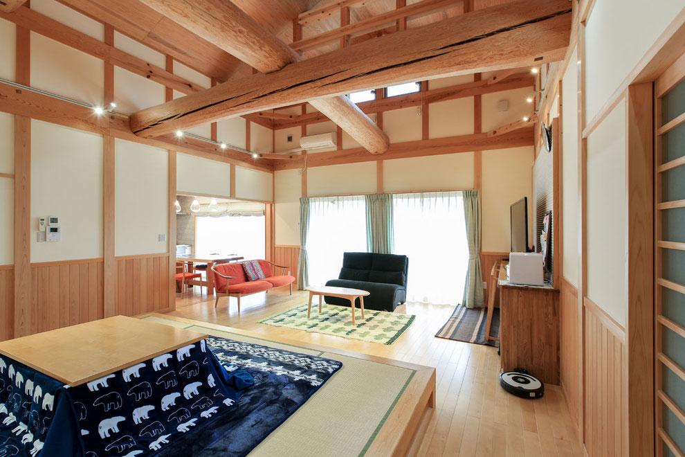 夫婦こだわりの一段上げた畳コーナー。一段上げた畳スペース。畳の生活、床の生活を分けられて良いそう