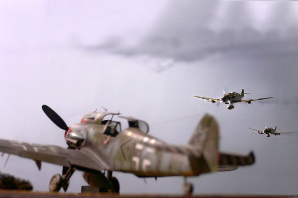 Photo ompositing effect : pre-digital & digital effect multiple layer - Bf 109 K4 Trumpeter kit 1:24 scale model