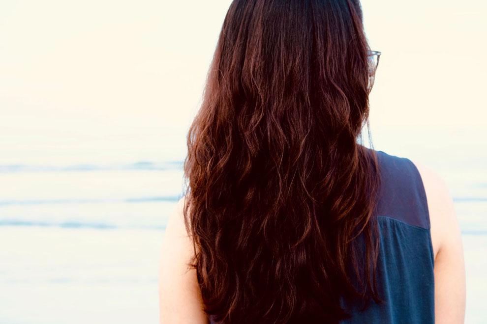 femme aux cheveux roux