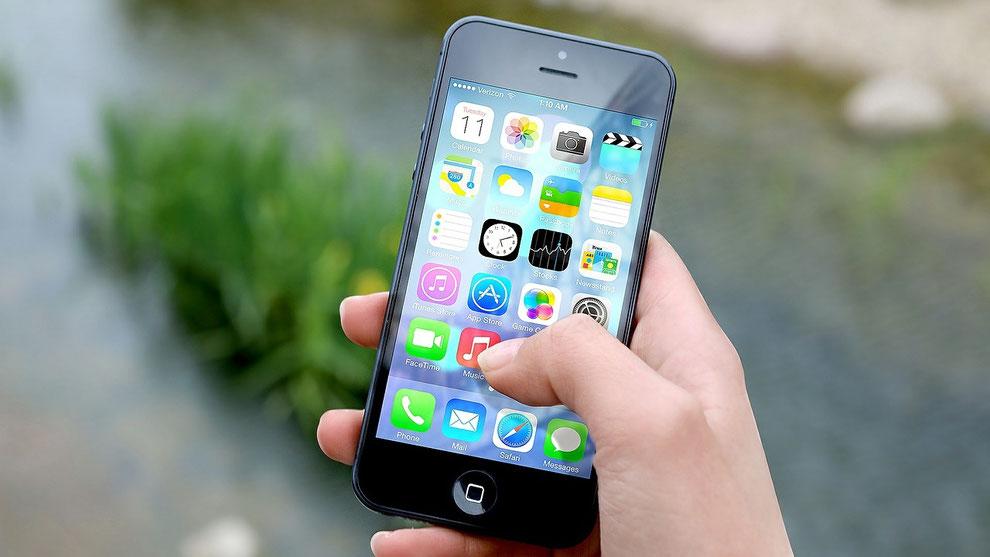 """8a9f983aff おかえり""""iPhone6s""""ありがとうドコモ さようなら新技術 僕たちは3年前の旧型iPhoneが大好きだ☆"""